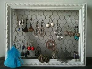 ptitesmainscreatives cadre pour ranger les boucles d oreilles. Black Bedroom Furniture Sets. Home Design Ideas